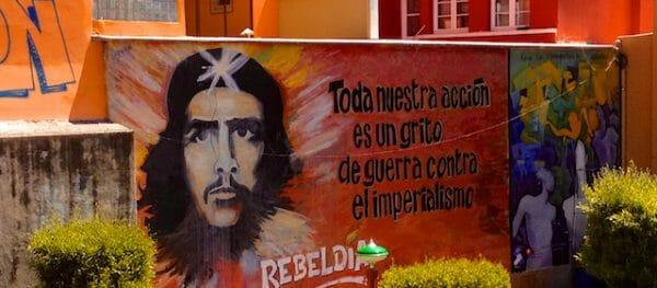 Che Guevara Graffiti auf einer Mauer in La Paz, Bolivien