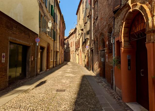 Italien Roadtrip: Altes Stadtzentrum von Ferrara.